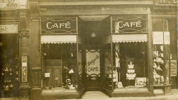 Bettys Cafe Tea Room 02